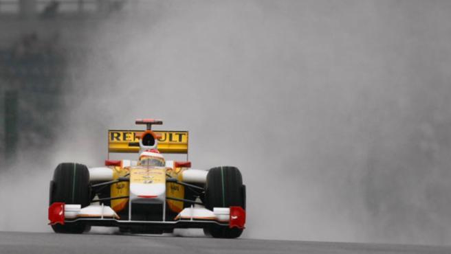 El asturiano Fernando Alonso, en su R29.