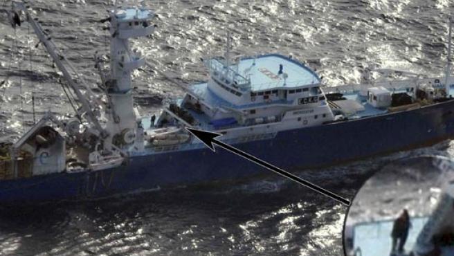 Imagen del Ministerio de Defensa del pesquero 'Alakrana', secuestrado por piratas somalíes.