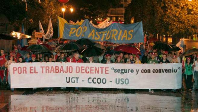 """Manifestación este miércoles en Oviedo con el lema """"Por el trabajo decente, seguro y con convenio""""."""