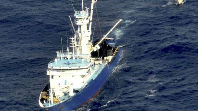 Imagen de archivo facilitada por el Ministerio de Defensa del atunero vasco Alakrana.