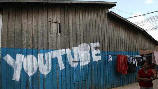 El nombre de YouTube pintado en una casa de Camboya.