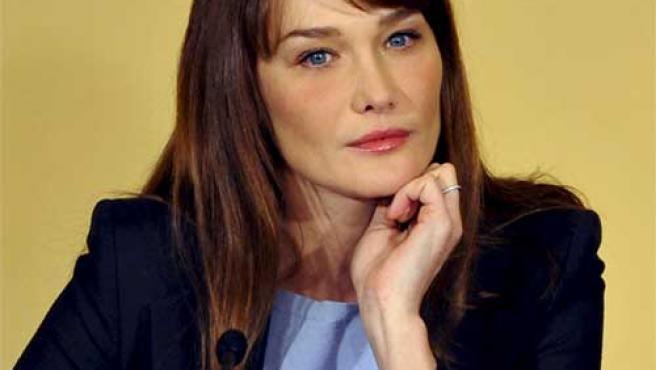 Carla Bruni, pensativa, en una foto de archivo.