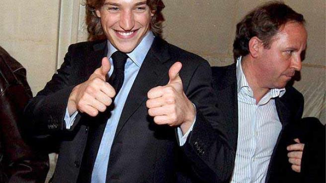 Jean Sarkozy sonríe en una foto de archivo.