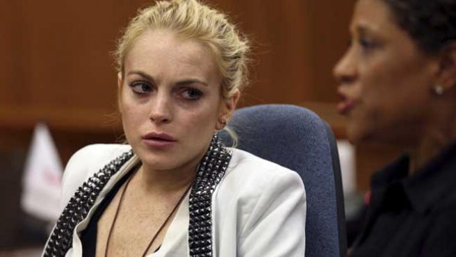 Lindsay Lohan, junto a su abogada, durante la vista celebrada este sábado en Beverly Hills.