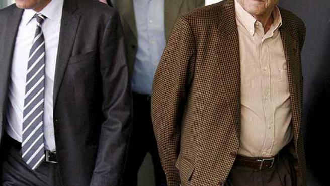 Los ex directivos del Palau, Millet y Montull, entrando con sus abogados en el juzgado por el caso del Palau.