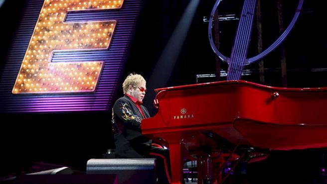Elton John durante su concierto en el Palau Sant Jordi de Barcelona.