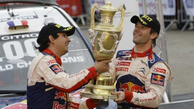 Sebastian Loeb y su copiloto Daniel Elena celebran el Mundial de rallies.