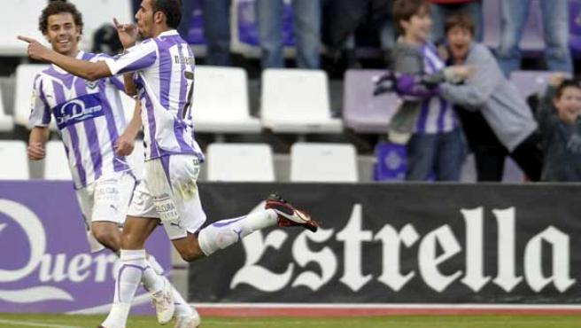 Nauzet Aleman celebra uno de sus goles ante el Deportivo con su compañero Iván Pérez.
