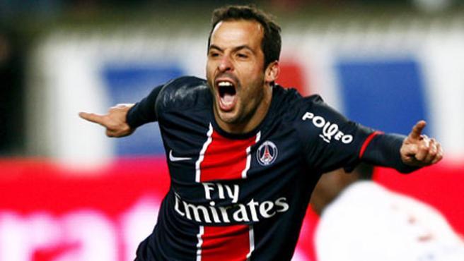 Ludovic Giuly, con el PSG.