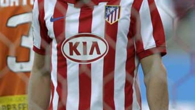 Diego Forlán, delantero del Atlético de Madrid, se lamenta durante el partido ante el Mallorca.
