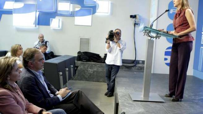 La secretaria general del Partido Popular, María Dolores de Cospedal, durante la rueda de prensa posterior a la reunión del Comité de Dirección del partido.