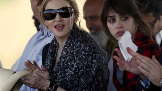 Madonna y su hija, Lourdes María, en el acto inaugural en Malawi.