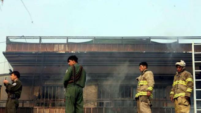 Al menos 13 personas han muerto en el asalto de un grupo de talibanes a una residencia de la ONU en Kabul.