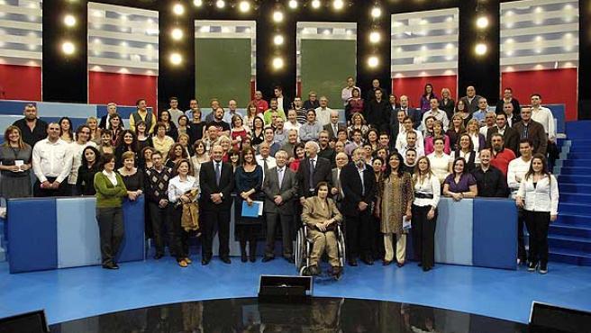 Foto de familia del programa 'Tengo una pregunta para usted' dedicado a la crisis económica