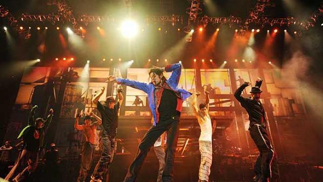 Michael Jackson baila en una de las escenas de 'This is it'.