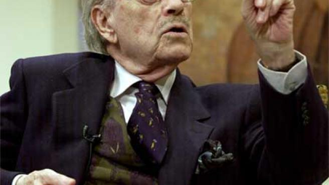 José Luis López Vázquez durante un pase gráfico de la obra 'Cena para dos'.