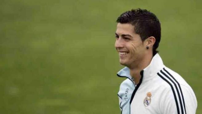 Cristiano Ronaldo, durante un entranmiento con el Real Madrid.