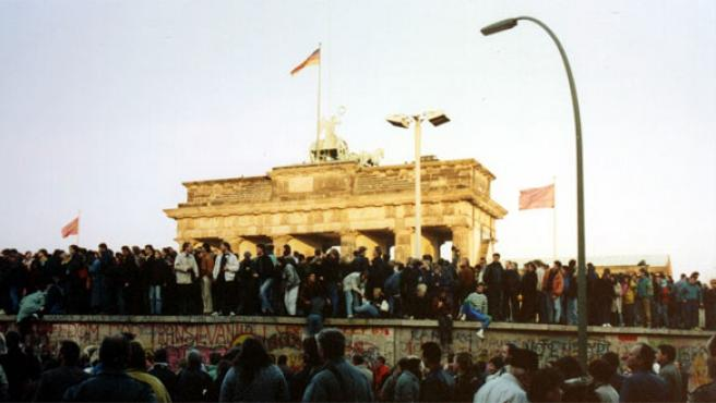 Berlín, noviembre de 1989: El muro en la Puerta de Brandenburgo.