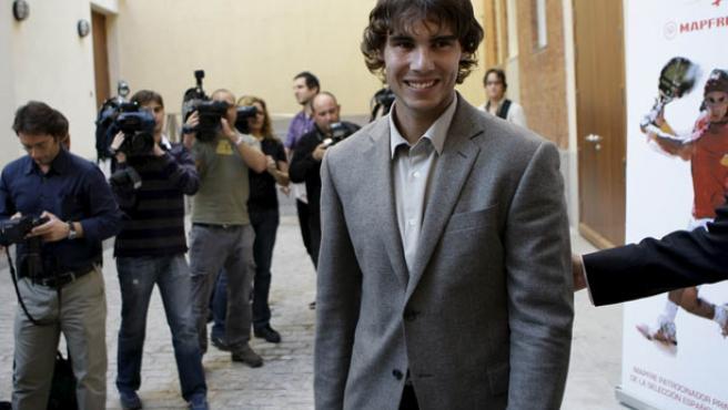 El tenista español Rafa Nadal sonríe.