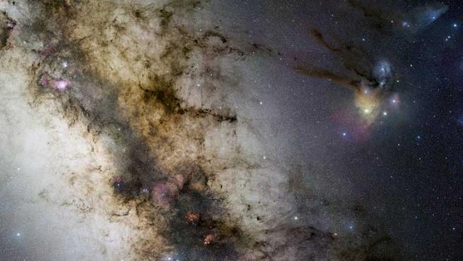 Imagen del Observatorio Europeo Austral del centro de la Vía Láctea, captada desde el norte de Chile con un telescopio aficionado.