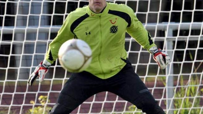 Fotografía de archivo con fecha del 12 de octubre de 2009 del futbolista alemán Robert Enke, guardameta del Hanover 96.