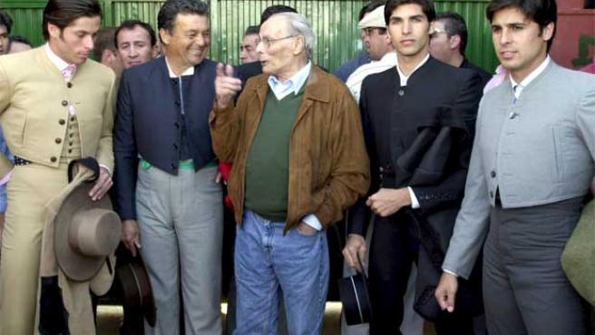 Antonio Rivera (en el centro), con su hijo y algunos de sus nietos.