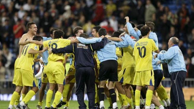 Los jugadores del Alcorcón celebran la clasificación copera ante el Real Madrid.