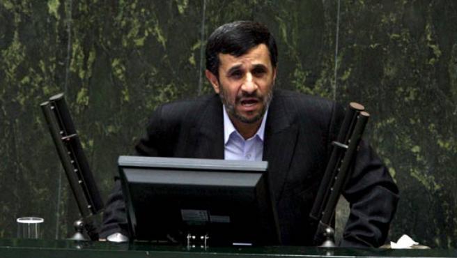 El presidente iraní, Mahmud Ahmadineyad, presenta sus nuevos candidatos a formar parte del gabinete de Gobierno.