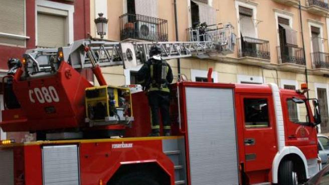 Un camión de bomberos en plena intervención.