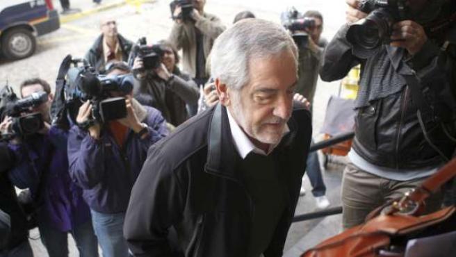 Iñaki Bidegain, el médico de Fago que se cruzó con el supuesto asesino de Fago en la noche de autos, en su llegada a la Audiencia de Huesca.