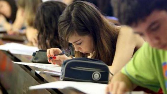 Un grupo de alumnos durante un examen.