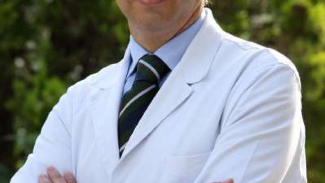 El doctor Óscar Gris es especialista en córnea y cirugía refractiva.