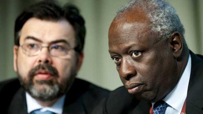 El director general de la Organización de Naciones Unidas para la Agricultura y la Alimentación (FAO), Jacques Diouf (dcha.)