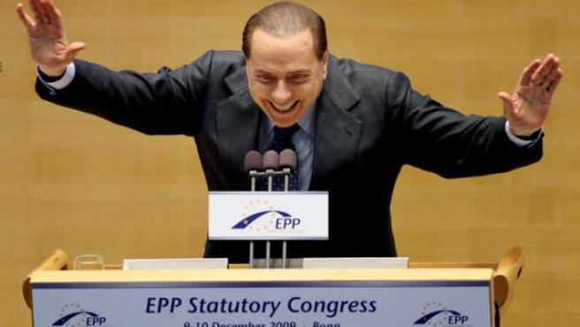 El primer ministro italiano, Silvio Berlusconi, en su intervención durante el Congreso del Partido Popular Europeo (PPE) en Bonn (Alemania).