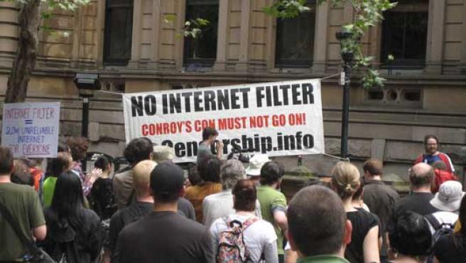 Protestas frente al ayuntamiento de Sidney contra la creación de un filtro para Internet.