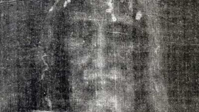 La Sábana Santa de Turín es una tela de lino que podría haber cubierto el cuerpo de Jesús de Nazaret.