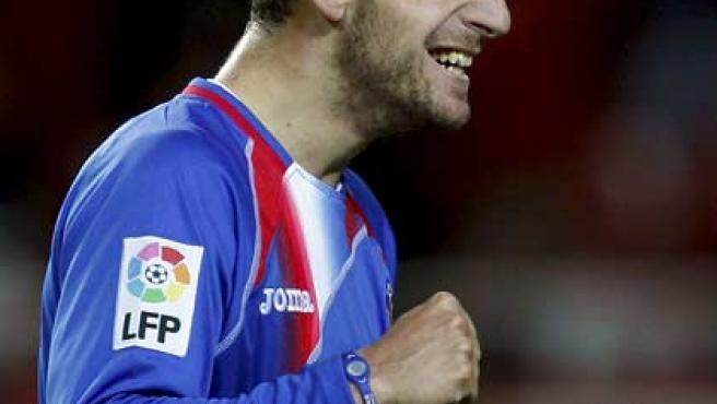 Roberto Soldado, delantero del Getafe, celebra uno de los goles del Getafe ante el Sevilla.