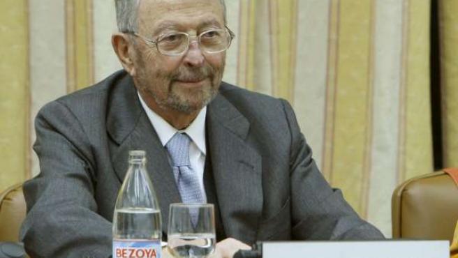 El presidente de la Corporación RTVE, Alberto Oliart, durante su comparecencia en la Comisión Mixta de RTVE, en el Congreso de los Diputados.