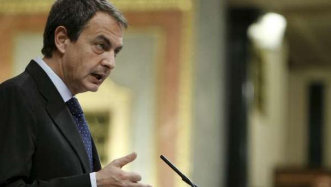 El presidente del Gobierno, José Luis Rodríguez Zapatero, en el Congreso.