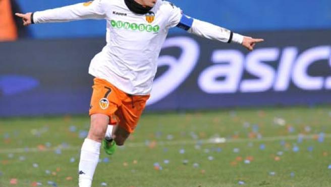 El delantero David Villa del Valencia FC celebra tras marcar al Génova FC.