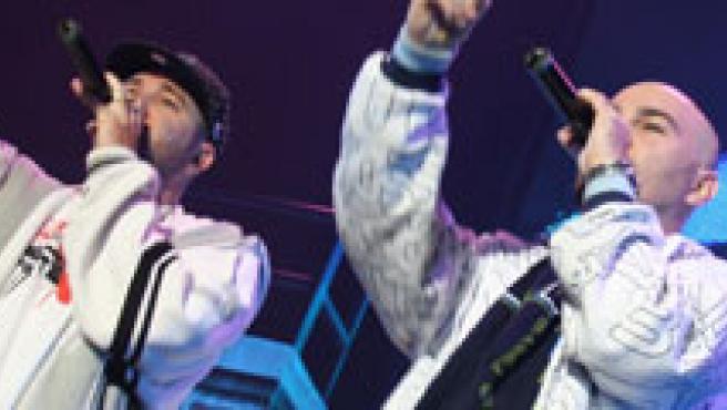 De izquierda a derecha, los raperos Chacho Brodas, SFDK y El Chojin.