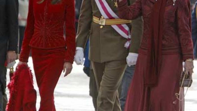 La Princesa Letizia, el Príncipe Felipe y la Reina, en la celebración de la Pascua Militar.