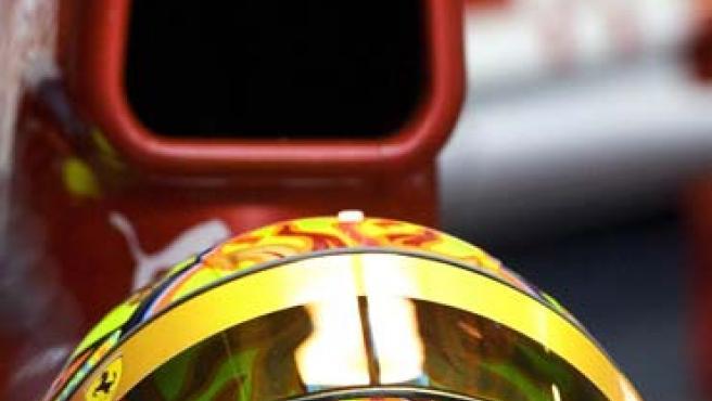Valentino Rossi montado en un Ferrari