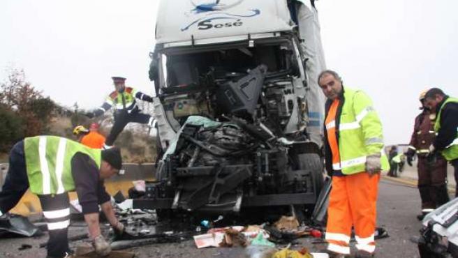 Estado en el que quedó la cabina del camión donde ha muerto una mujer.
