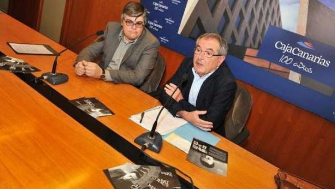 jefe de la Obra Social y Cultural de CajaCanarias, Álvaro Marcos Arvelo, y de An