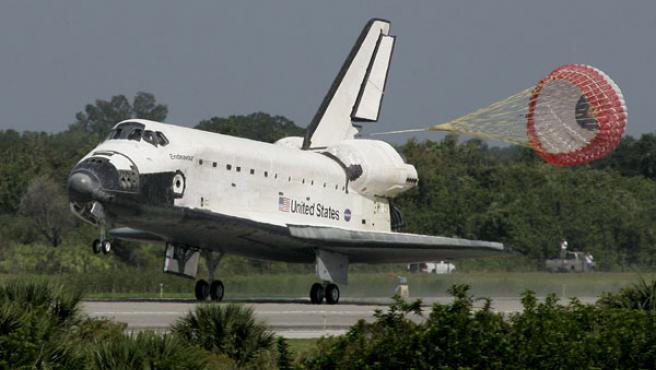 Momento del aterrizaje del transbordador 'Endeavour', en una imagen de archivo.