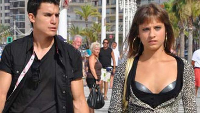 Álex González y Michelle Jenner, en una imagen de 'Inocentes'.