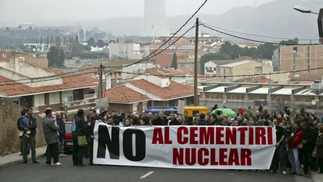 Vista general de la manifestación convocada por la Coordinadora Anticementerio Nuclear de Cataluña (CANC) con el apoyo de otras entidades ecologistas.