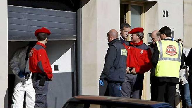 Imagen de archivo del 6 de febrero de 2008 de la vivienda y el garaje de la casa de Mutilva Alta donde una mujer de 38 años mató a dos de sus hijos y lo intentó con los otros dos.
