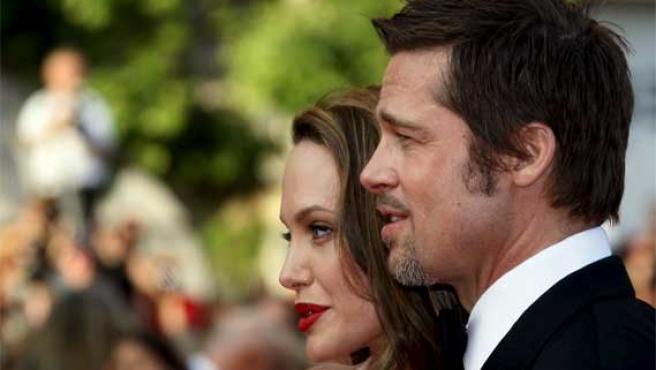 Angelina Jolie y Brad Pitt posan en Cannes.